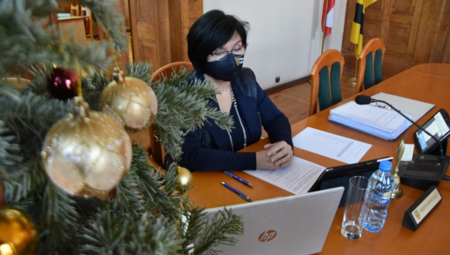 Sesja Rady Powiatu. Przewodnicząca Rady - Halina Białoń