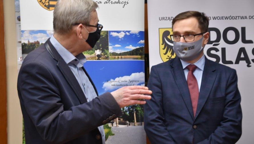 Starosta Lubański wraz z Wicemarszałkiem Województwa Dolnośląskiego podczas podpisania listy intencyjnego