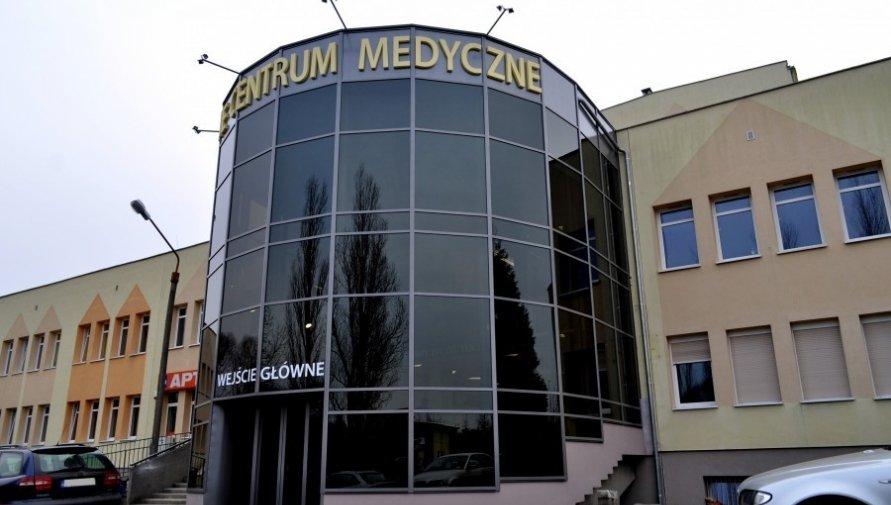 Wejście do lubańskiego szpitala